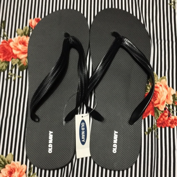 a198d5c4fa8d2c Brand new old navy classic flip -flop for men